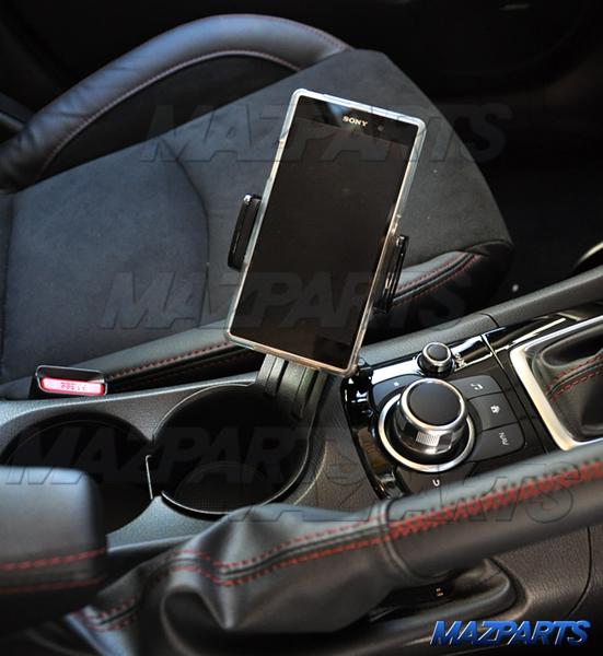 オーストラリアマツダ純正BM/BYアクセラ用携帯・スマートフォンホルダーは他車種にも流用可能かテストしてみた